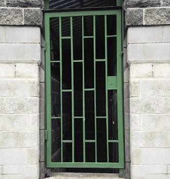 входная решетчатая дверь в москве